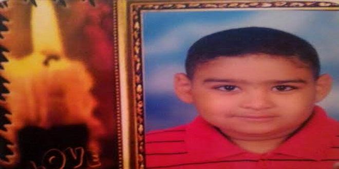 صورة طفل على قيد الحياة بعد محاولة قتله ودفنه