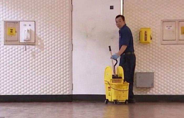صورة عامل نظافة يتقاضى 20 ألف دولار شهرياً وهذه كانت حيلته