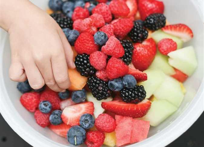 صورة هذه حقيقة ما يحدث للجسم عند تناول الفاكهة مباشرة بعد الأكل