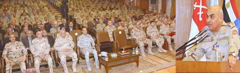 صورة وزير الدفاع يلتقي طلبة وهيئة تدريس كلية القادة والأركان