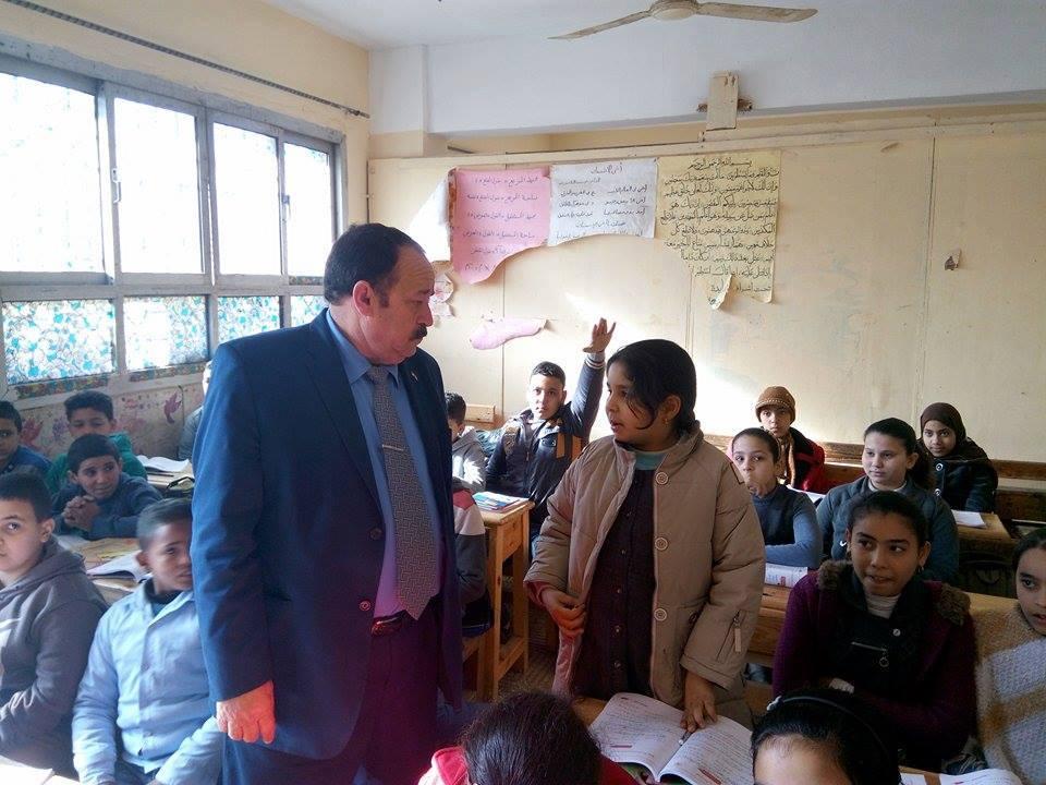 صورة بالصور .. مدير تعليم بلبيس يحيل مديري ثلاثة مدارس للتحقيق
