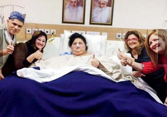 صورة مفاجئات وتفاصيل جديدة فى علاج «إيمان» أسمن امرأة بالعالم