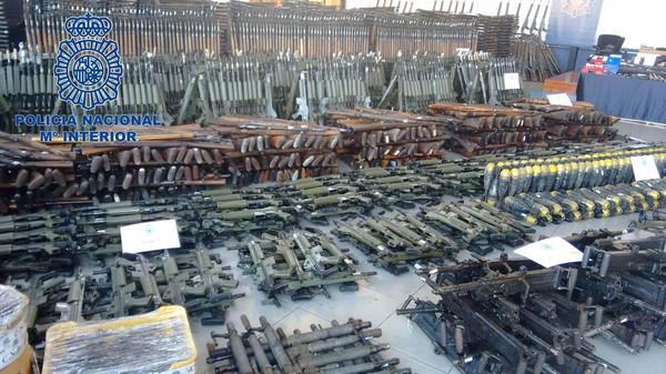 صورة أسلحة تكفي جيشاً.. كادت تُغرق أوروبا