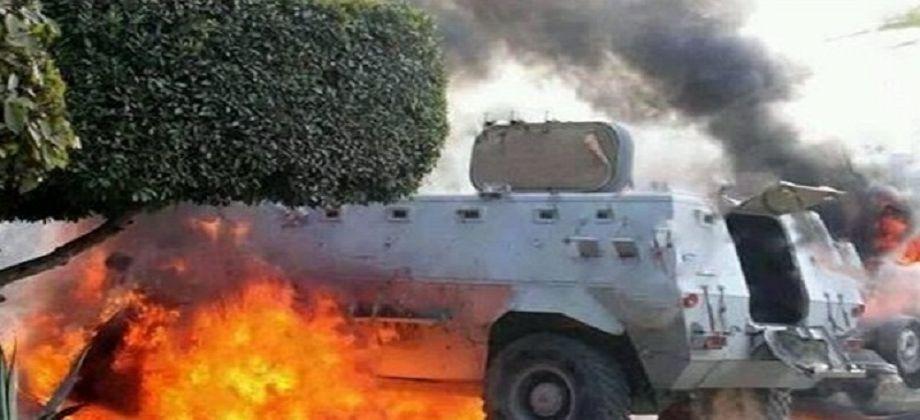 صورة إصابة مجند إثر انفجار عبوة ناسفة في مدرعة شرطة بالعريش