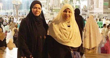 شاهين تهدى والدتها عمرة بمناسبة عيد الأم