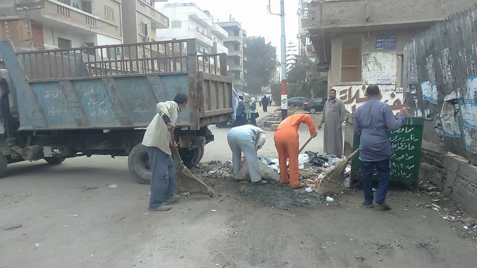 صورة استمرار أعمال النظافة بشوارع مدينة فاقوس