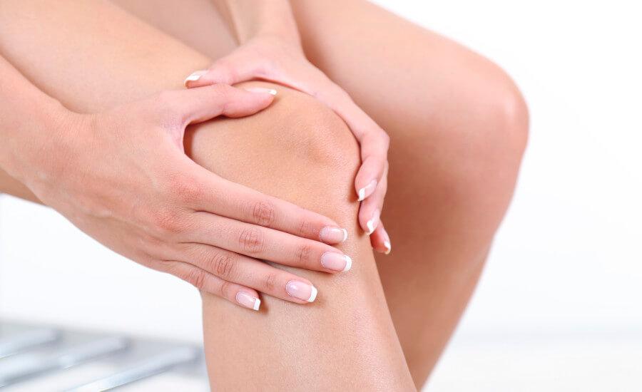صورة تعرف على أسباب آلام الركبة.. وطرق العلاج منها