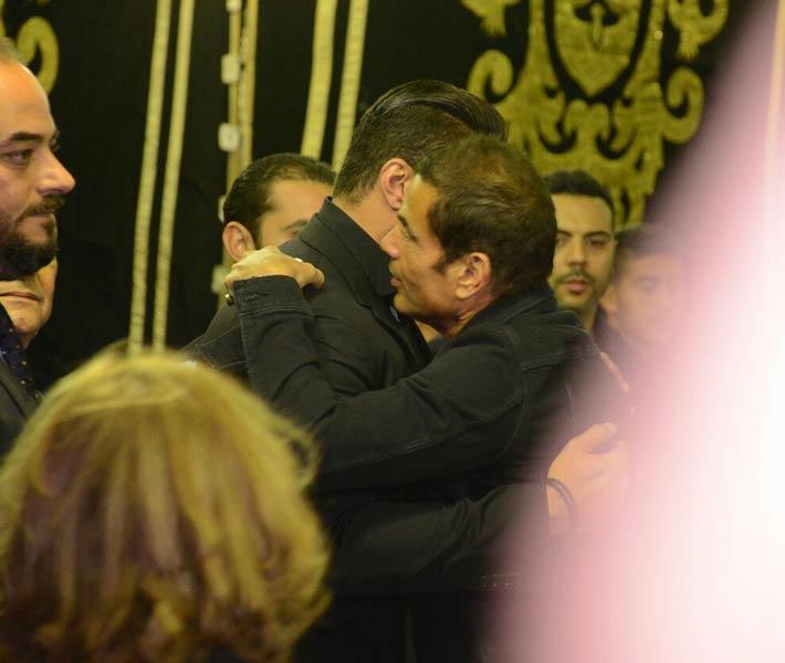 صورة بالصور .. بودي جارد عمرو دياب يتسبب في أزمة بعزاء والد خالد سليم