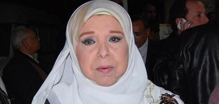 صورة بالصور ..  حصول «مديحة حمدي» على لقب الأم المثالية لعام 2017