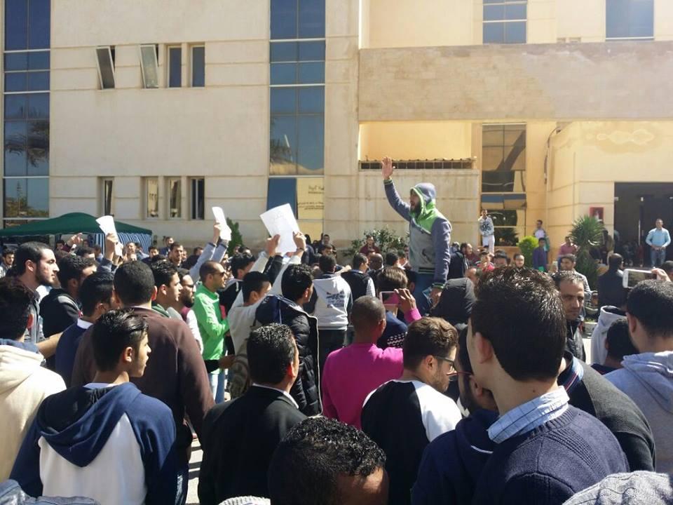 صورة بالفيديو.. طلاب جامعة سيناء يطالبون بنقلهم خارج العريش خوفاً من الإرهاب