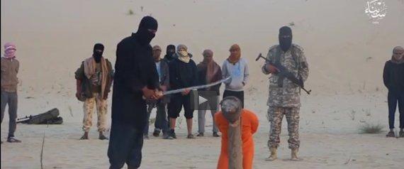 صورة «داعش» تذبح رجلين في سيناء بتهمة «ممارسة السحر»