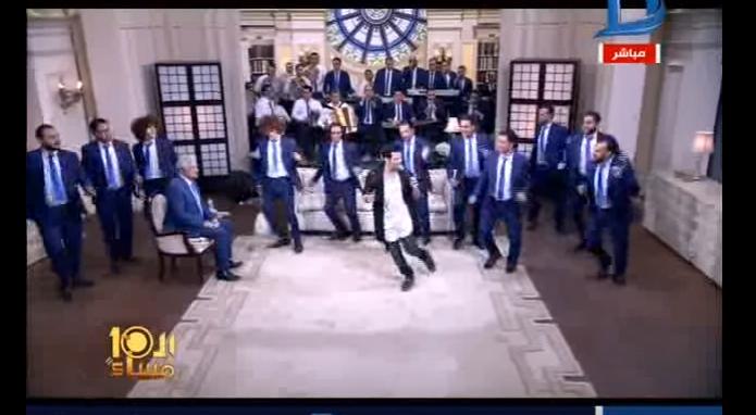 صورة بالفيديو.. سعد الصغير يهدي «الإبراشي» أغنية «وائل غالي عليا»