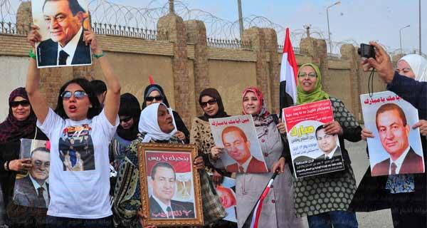 صورة تواجد العشرات من أنصار مبارك أمام محاكمة القرن
