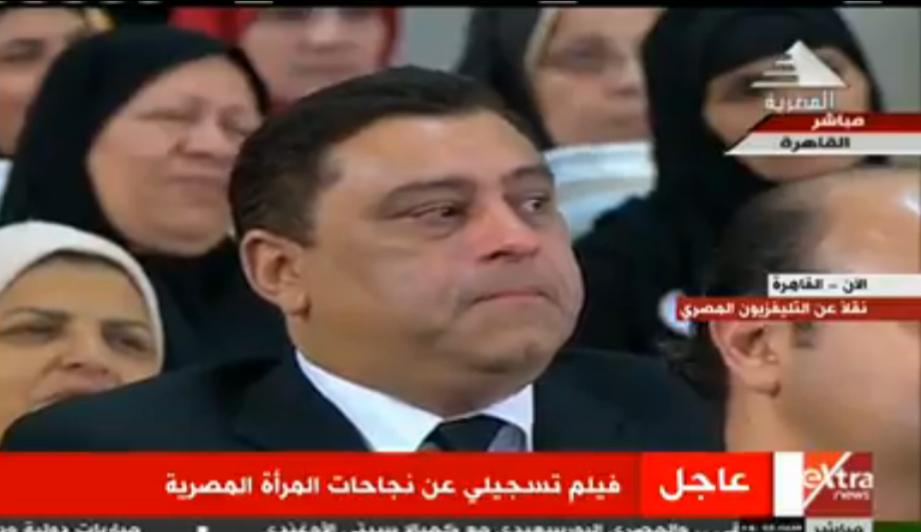 صورة بالفيديو.. بكاء معتز الدمرداش أثناء عرض صوراً لوالدته في احتفالية الأم المصرية