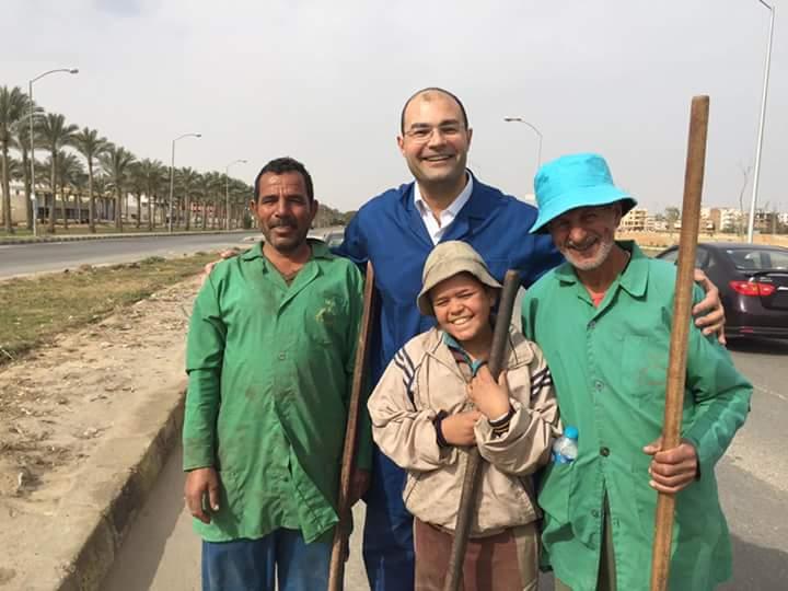 صورة نائب مدير بنك بالعاشر من رمضان يطلق مبادرة لتشجيع الشباب على العمل