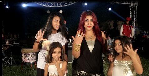 صورة بالفيديو ..  أغنية لطفلتين تثير غضب المصريين ومطالبات بمحاكمة الأم