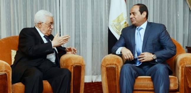 صورة السيسي يستقبل الرئيس الفلسطيني في قصر الاتحادية