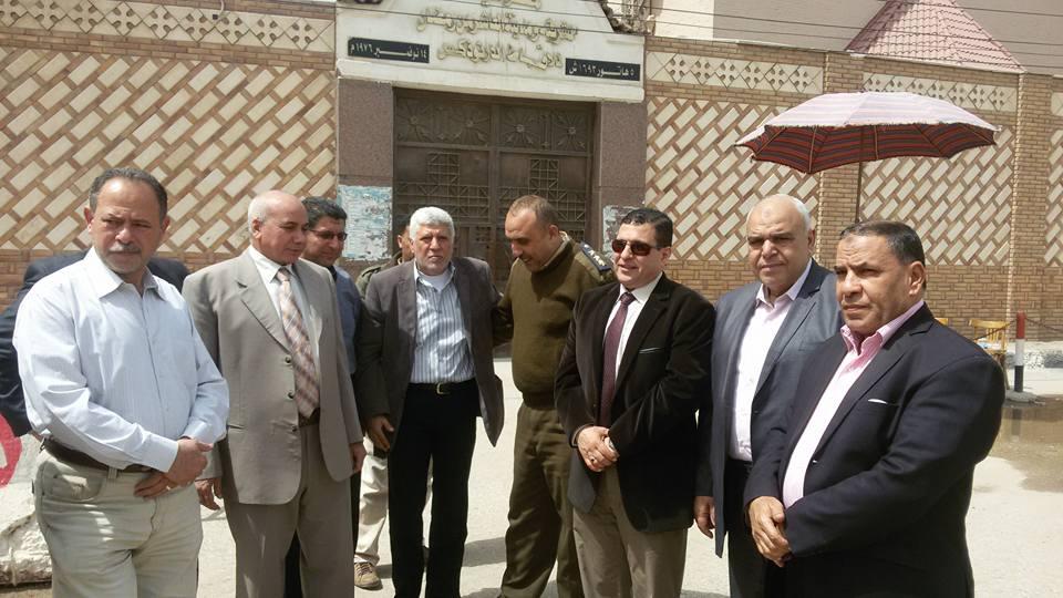 صورة بالصور.. رئيس مدينة فاقوس يقدم واجب العزاء بمطرانية الشرقية والعاشر من رمضان