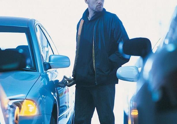 صورة احذر 3 حيل لسرقة السيارات في الشوارع.. أشهرها البيض