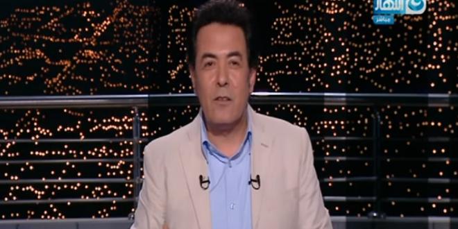 صورة بالفيديو.. شاب كفيف يشارك خيري رمضان تقديم برنامج «آخر النهار»