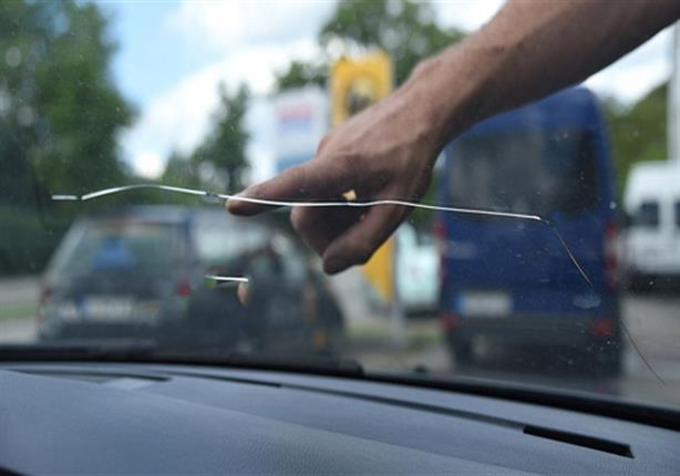 صورة متى يستدعي تغيير الزجاج الأمامي للسيارة؟