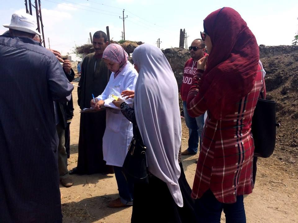 صورة لجنة إرشادية لتوعية الفلاحين بمرض «جدري الأبقار» بفاقوس