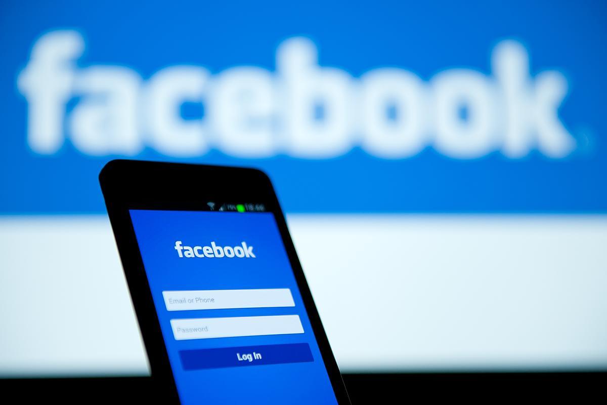 صورة حقيقة مراقبة محادثات فيسبوك والمكالمات بعد تطبيق «الطوارئ»