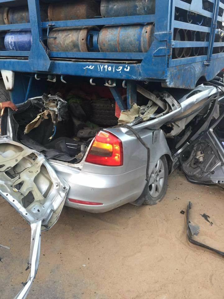 3بالصور .. وفاة 4 ركاب داخل سياراتهم أسفل عجلات عربة نقل بالفيوم