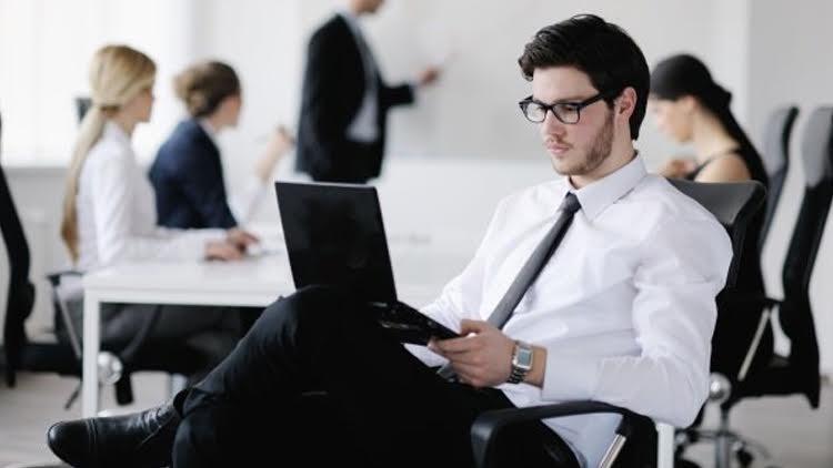 4 حالات تمنع الموظف من الترقية نهائيًا وفقًا لقانون «الخدمة المدنية»