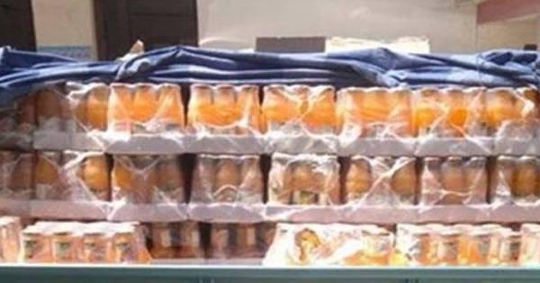 صورة أمن الشرقية : غلق محل تجاري لحيازة 40 كرتونة عصير مجهولة المصدر بالزقازيق