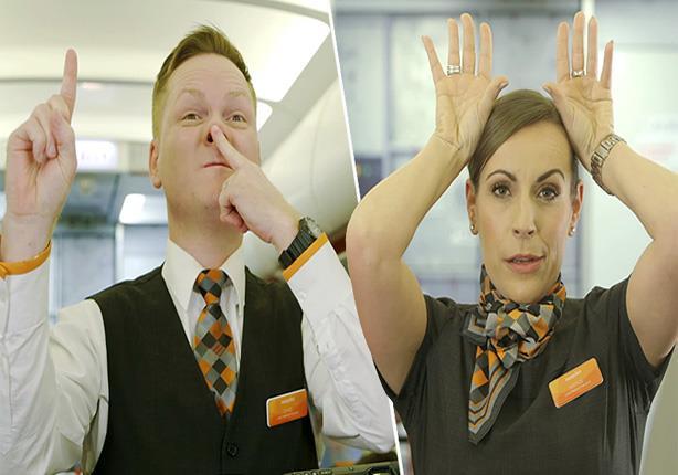 صورة بالفيديو.. ماذا تعني الإشارات السرية بين طاقم الطائرة؟