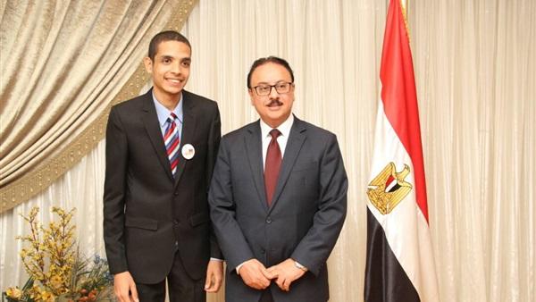 .. شاب مصري يخترع جهازاً يوزع «النت» مجانًا بثلاث أضعاف السرعة 1