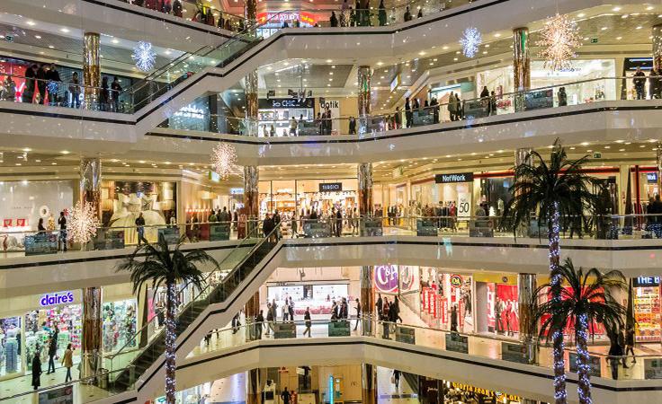.. مول سعودي شهير قدم عرضًا على أي قطعة ملابس مقابل 5 ريالات فقط