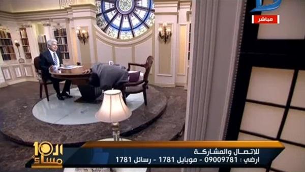 صورة بالفيديو.. أزمة صحية تصيب «أبو الليف» على الهواء