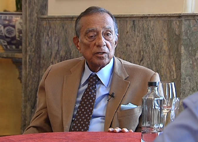صورة وفاة رجل الأعمال حسين سالم عن عمر ناهز 85 عام