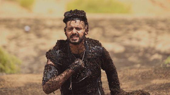 صورة بالفيديو.. أحمد فتحي يغرق في الرمال المتحركة