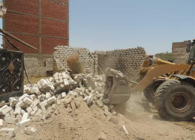 صورة إزالة 18 حالة تعدي على الأراضي الزراعية ببلبيس