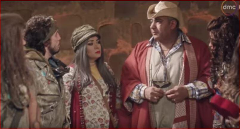 صورة بالفيديو .. بيومي فؤاد مصلح إجتماعي بين مكي ودينا الشربيني في «خلصانة بشياكة»