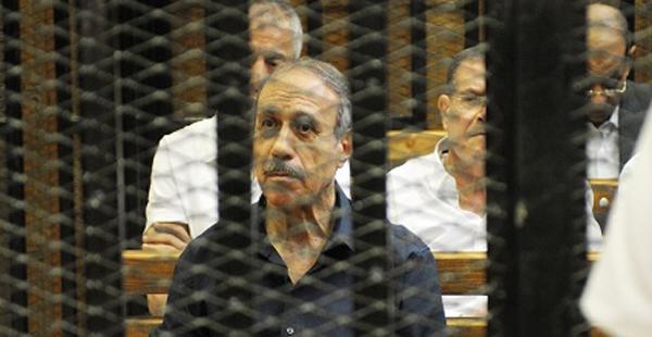 صورة زوجة حبيب العادلي أمام النيابة : معرفش مكانه