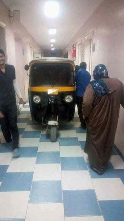 صورة نائب مدير مستشفى بلبيس يكشف تفاصيل نقل توك توك لمريض داخل المبنى