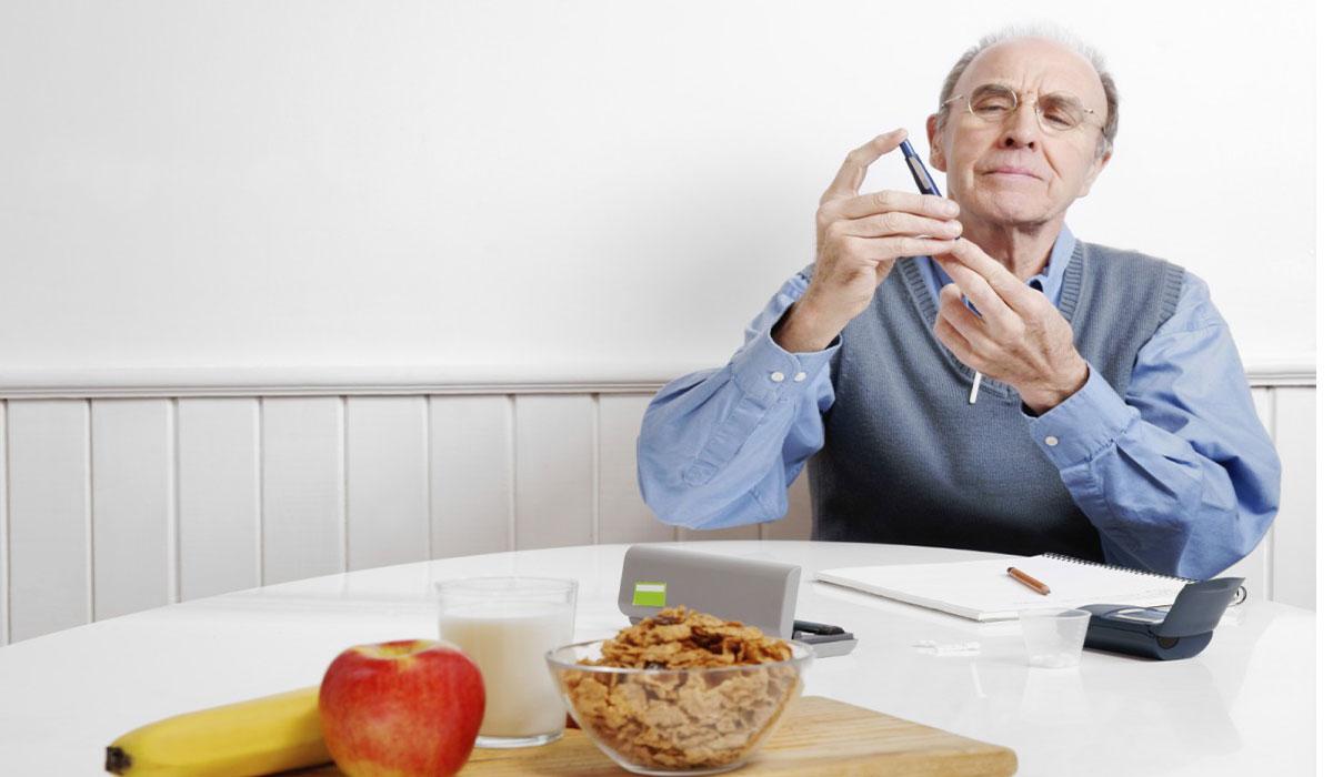 يتعامل مريض السكر مع صيام شهر رمضان1