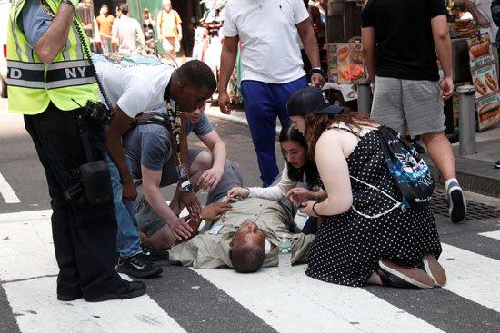 صورة مصرع مواطن وإصابة 20 أخرين في حادث دهس بنيويورك