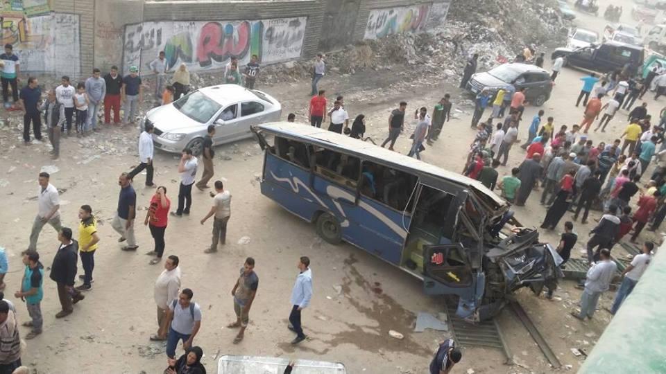صورة سقوط أتوبيس رحلات من أعلى الطريق الدائري