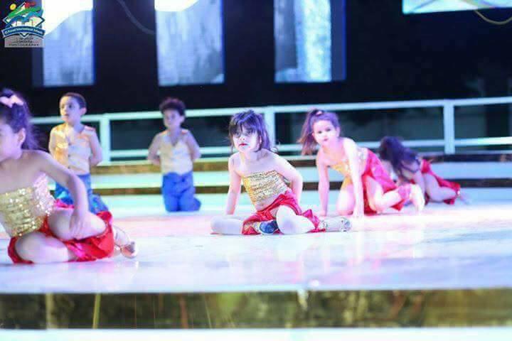 صورة عرض رقص لأطفال مدرسة خاصة بالزقازيق يثير جدلاً واسعاً .. وأحمد أباظة يرد
