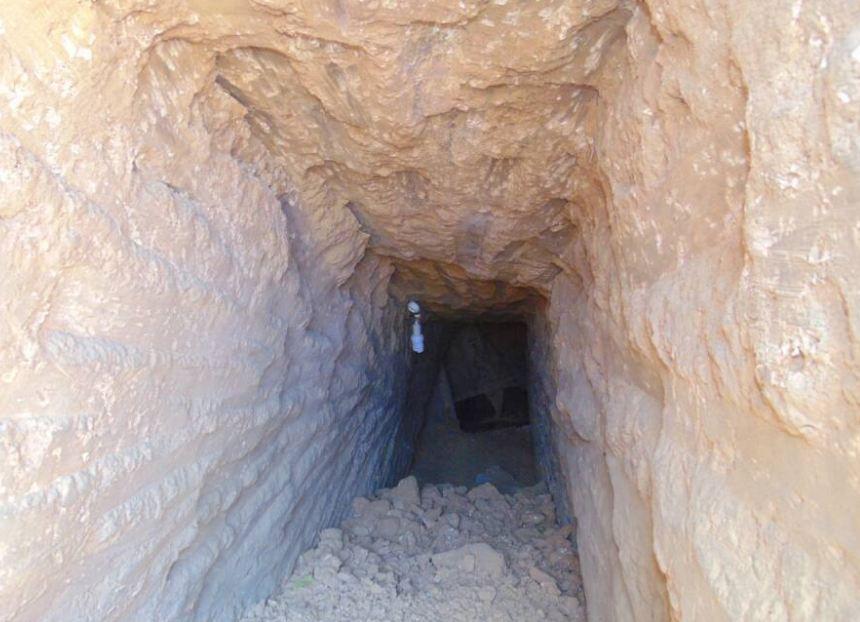 صورة الجيش الثاني الميداني يدمر نفق بعمق 10 أمتار تحت الأرض بشمال سيناء