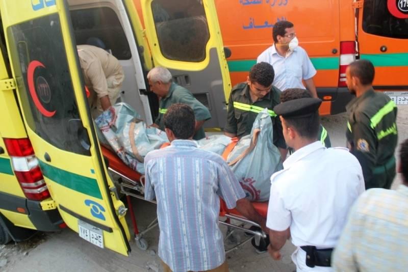 صورة إصابة شابين ونقلهم للمستشفى في حالة خطيرة إثر حادث تصادم بطريق العاشر من رمضان