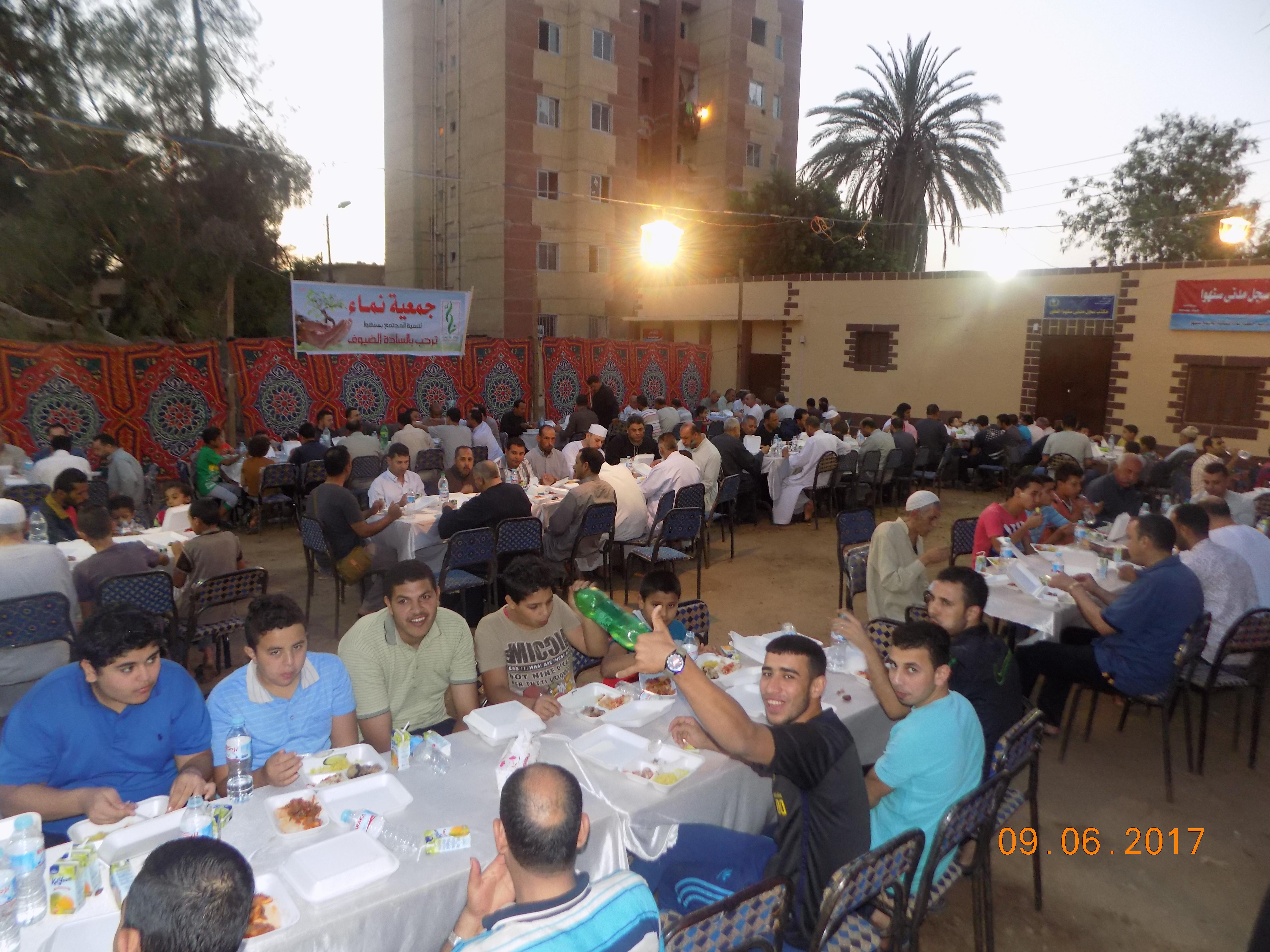 صورة بالصور .. جمعية نماء لتنمية المجتمع تقيم إفطار جماعي بقرية «سنهوا» بمنيا القمح