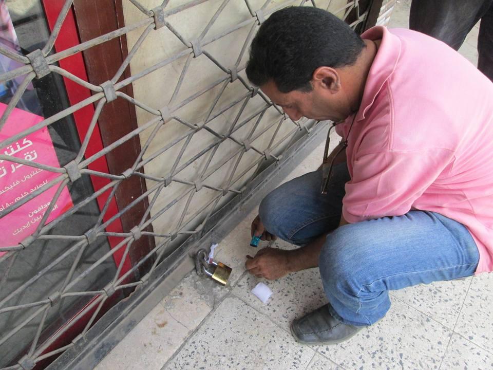 صورة غلق محل قطع غيار سيارات لحيازة 20 شكمان غير مرخص بالزقازيق