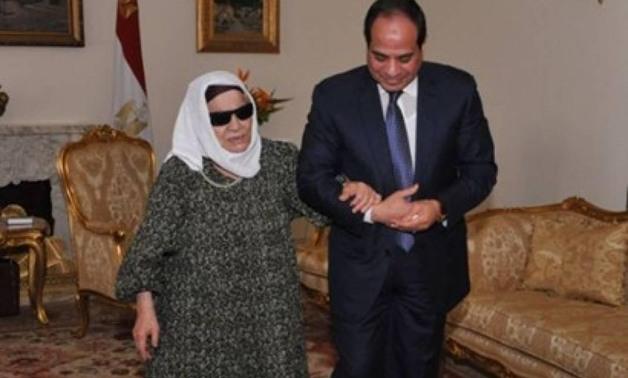 صورة نجل الحاجة  زينب يكشف حقيقة محاولة الحكومة طرد والدته من منزلها