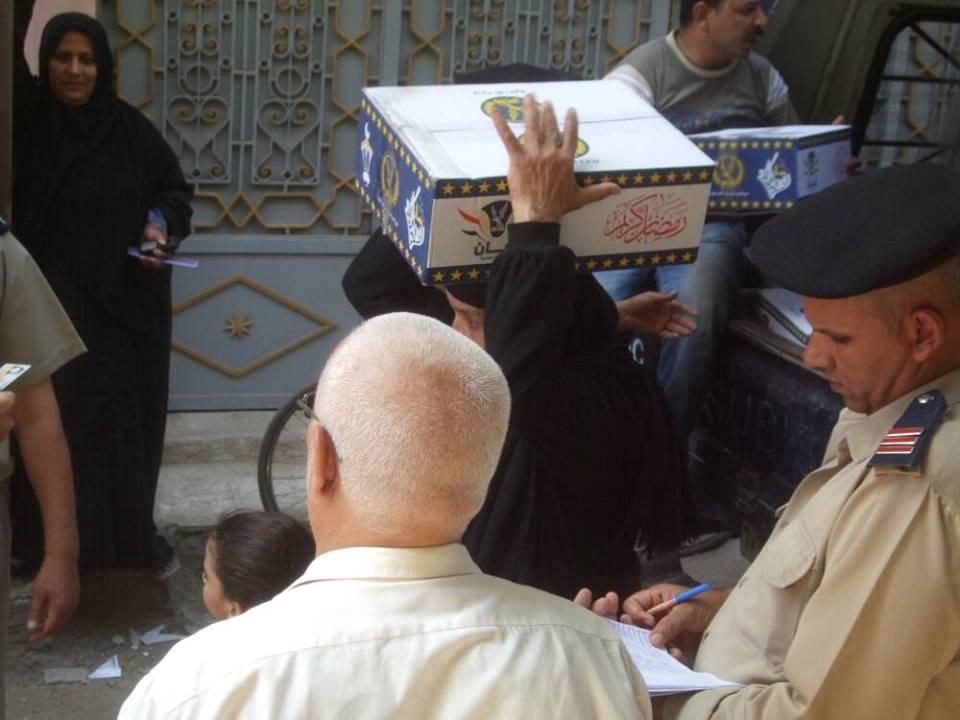 صورة مديرية أمن الشرقية توزع كرتونة رمضان على المواطنين بقرى الابراهيمية
